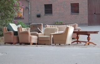 Sperrmüll Bürostühle, Sessel, Tische